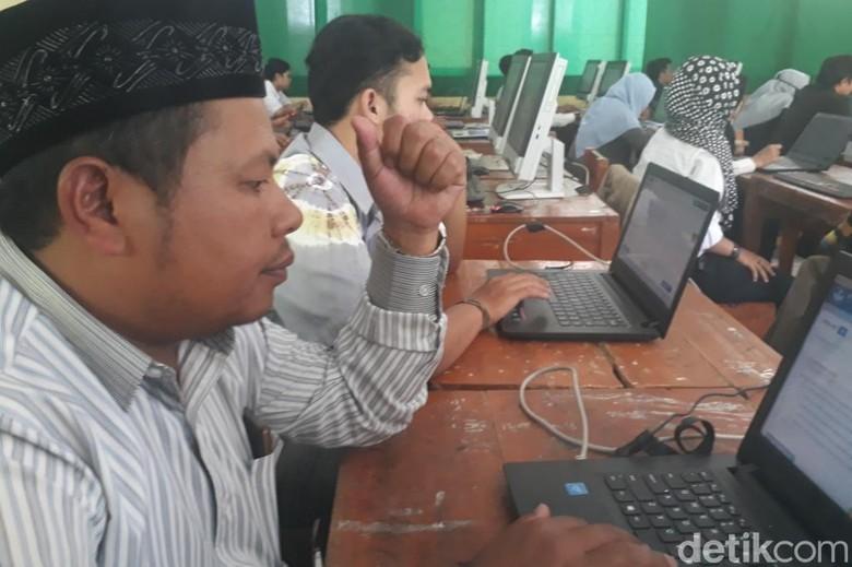 Ahmad, Pendiri Sekolah di Kabupaten Bandung Ikuti Ujian Kesetaraan