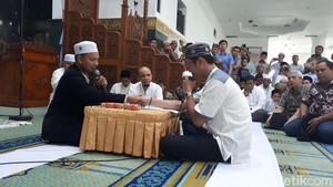 Suasana Haru Mualaf Tionghoa di Masjid Agung Annur Pekanbaru
