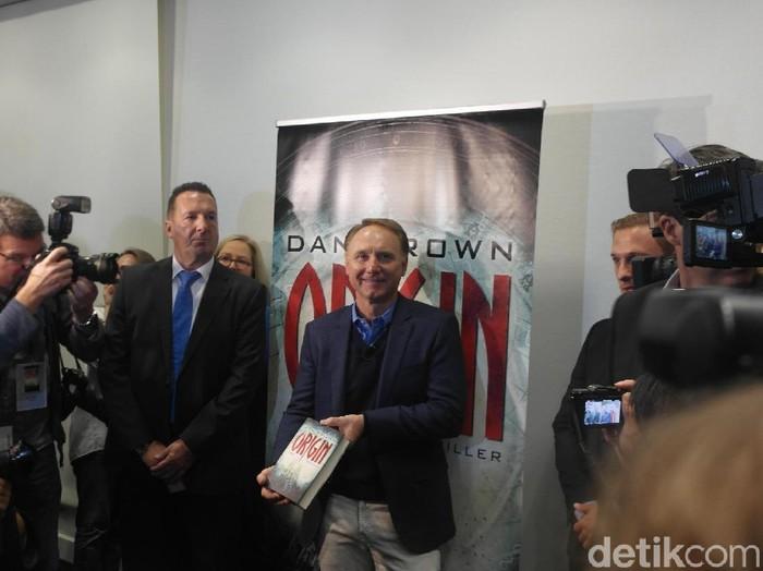 Dan Brown menghadiri Frankfurt Book Fair 2017