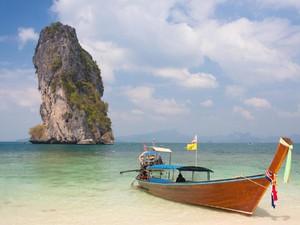 Mantap! Thailand Larang Turis Merokok di Pantai