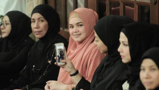 Hamil Setelah 11 Tahun Nikah, Siti Nurhaliza Pamer Perut Buncit
