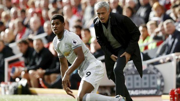 Jose Mourinho dianggap membuat Manchester United tampil membosankan di pertemuan pertama melawan Liverpool.