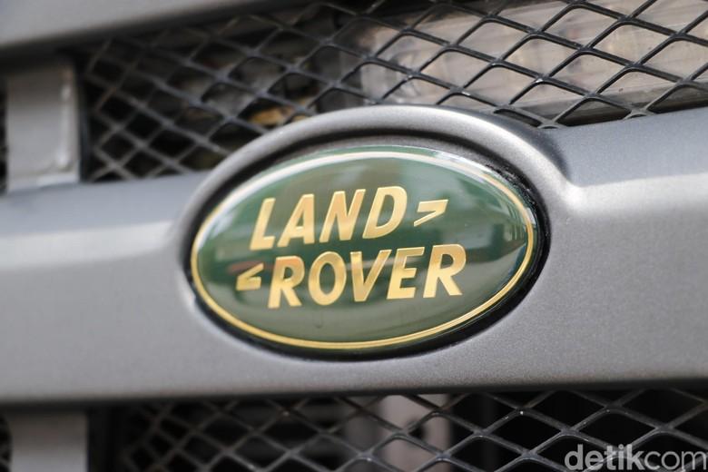Land Rover Defender 300tdi military series milik Bayu Avrianto Raksakadharma dimodifikasi sedemikian rupa sehingga kesan gagah dan elegan menempel.