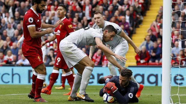 Liverpool berambisi mempertahankan posisi di puncak klasemen saat menjamu Manchester United.