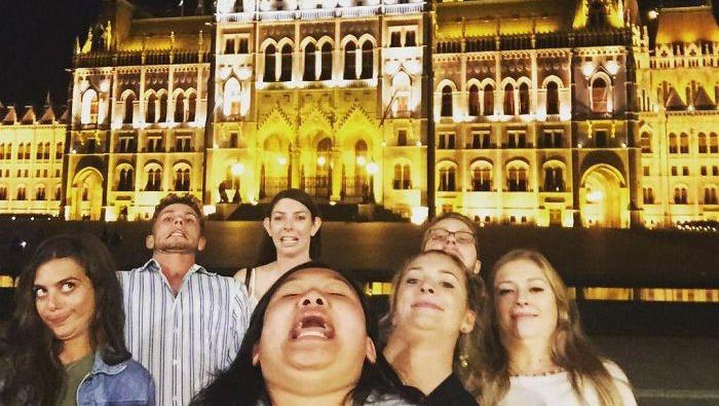 Pose Kocak Selfie Antimainstream Saat Traveling