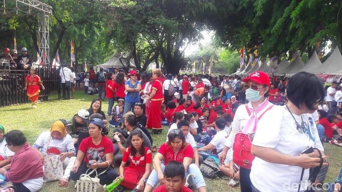 Para relawan mulai berdatangan ke Lapangan Banteng. Foto: Marlinda/detikcom