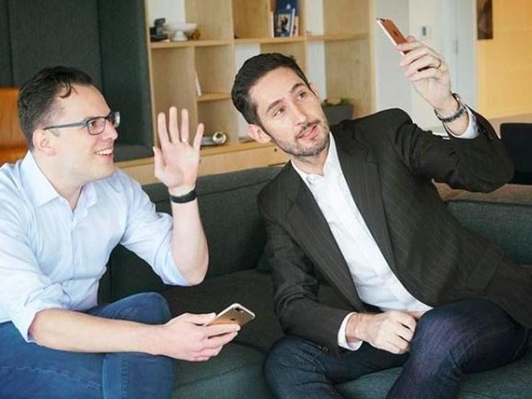Para bos Facebook, WhatsApp dan Instagram sering bercengkrama di balik layar. Seperti apa tingkah mereka?