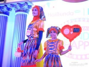 Kompak! Saat Bunda dan si Kecil Jadi Model di Lomba Fashion Show