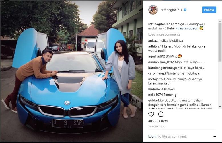 Raffi Ahmad dan Nagita Slavina Berpose di Sebelah BMW i8 (Foto: Screenshot Instagram)