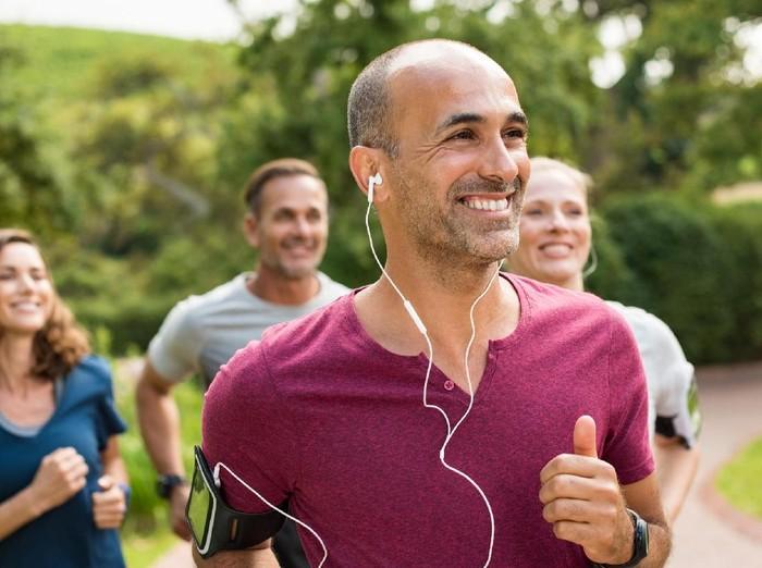 Lari sambil tersenyum ternyata ada manfaatnya. Foto: ilustrasi/thinkstock