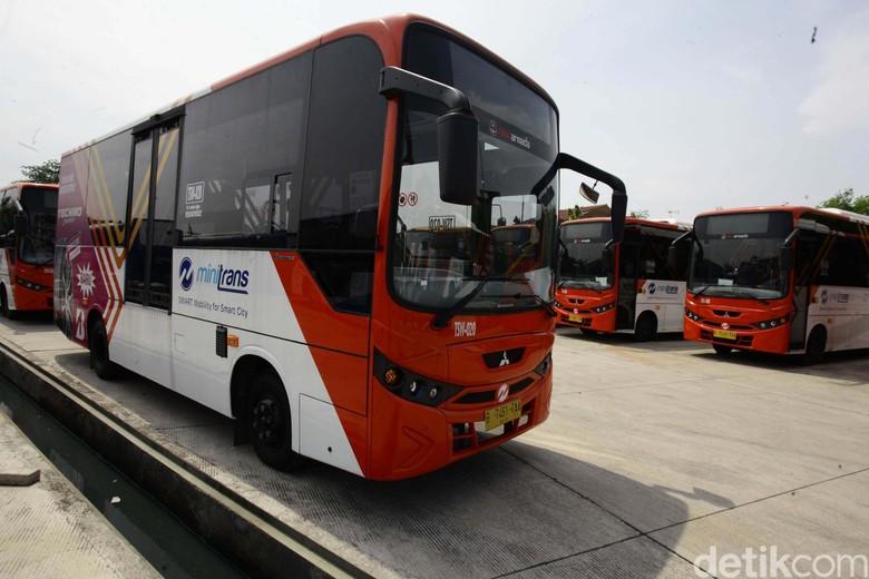 Semua Bus Kota Bakal Gunakan Uang Elektronik Foto: Hasan Alhabshy