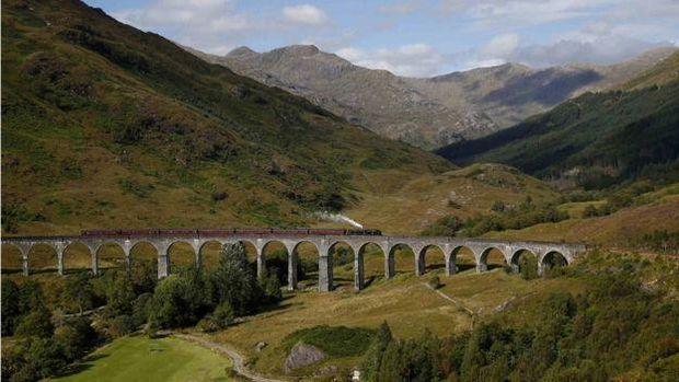 Kisah Keluarga yang Diselamatkan Kereta 'Harry Potter' di Skotlandia