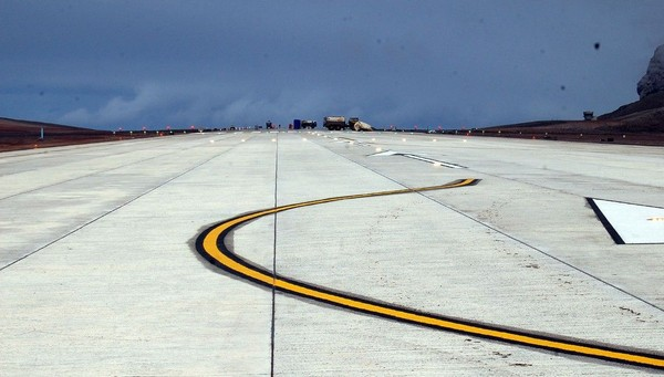 Ibarat surga bagi para pengembara, sudah ada penerbangan komersial pertama pada hari Sabtu lalu. Inilah landasan pesawat komersialnya (Dok. CNN Travel)
