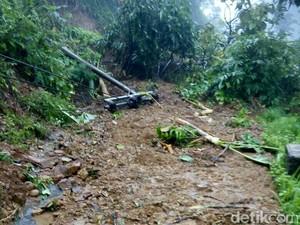 Tebing di Trenggalek Longsor Tutup Jalur Utama Antar Kecamatan