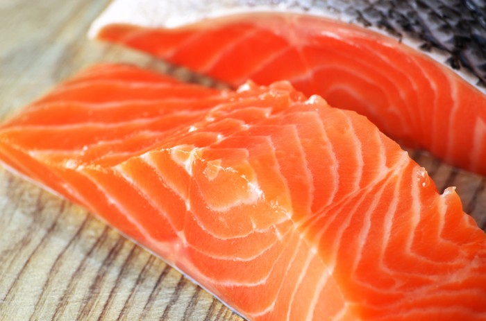 Sertakan dua porsi salmon setiap hari, ini akan membantu penyerapan protein yang tepat dan dapat meningkatkan berat badan. Untuk keuntungan yang maksimal, Anda harus memasak salmon dengan menggunakan minyak zaitun atau mentega. Foto: Thinkstock