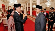 Foto: Tatapan Jokowi ke Prabowo Usai Pelantikan Anies-Sandi