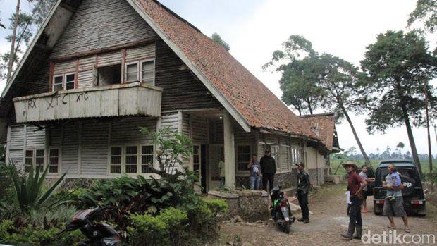 Rumah tampak depan di film Pengabdi Setan (Wisma/detikTravel)