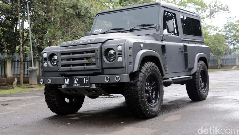 Land Rover Defender Tahun 1997 hasil modifikasi (Foto: Dadan Kuswaraharja)