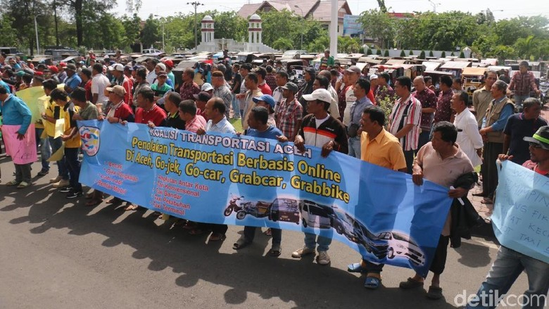 Massa Tolak Angkutan Online di Aceh karena Dinilai Merusak Tarif