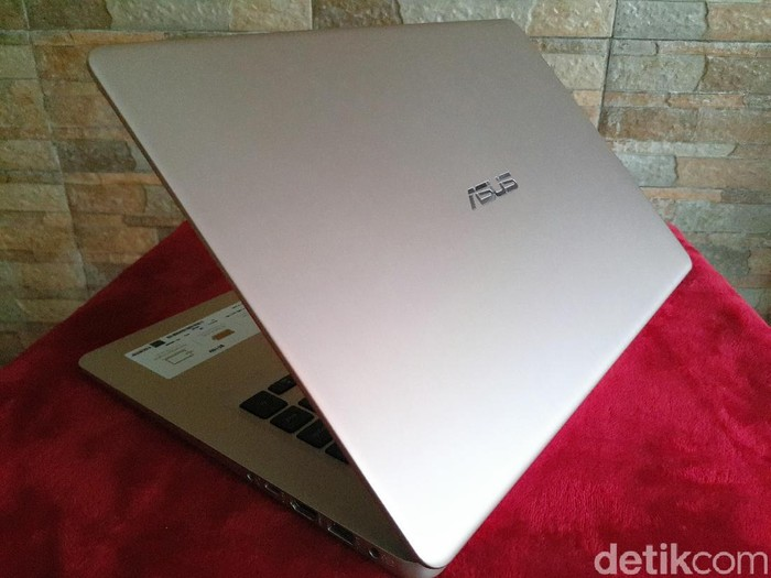 Asus VivoBook S. Foto: Yudhianto/detikINET