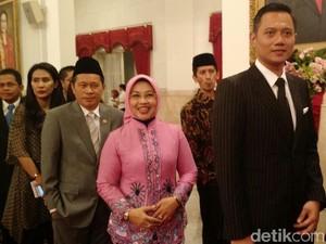 Gaya Gentleman AHY Berbalut Jas Pinstripes di Pelantikan Gubernur DKI