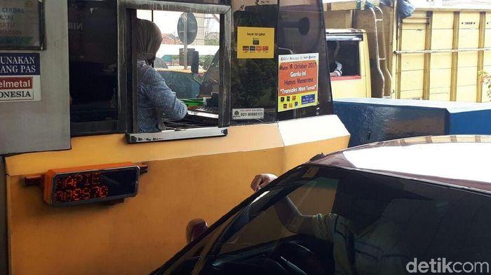 Foto: Ilusrasi Penjaga Gerbang Tol/Eduardo Simorangkir-detikFinance