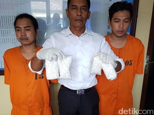 Polisi Tangkap Pengedar 5.000 Pil Koplo di Denpasar