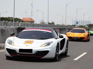Para Pecinta McLaren Jajal Tol Surabaya