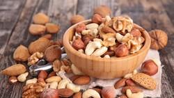 Menaikkan berat badan sama sulitnya dengan menurunkan berat badan. Oleh karena itu, untuk menambah berat badan secara alami, tambahkan tujuh makanan ini ya.