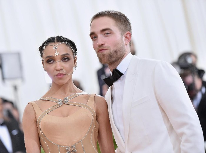 NEW YORK, NY - MAY 02:  FKA Twigs (L) and Robert Pattinson attend the