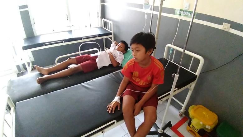 Diduga Keracunan, 12 Pelajar SD di Kediri Dilarikan ke Puskesmas