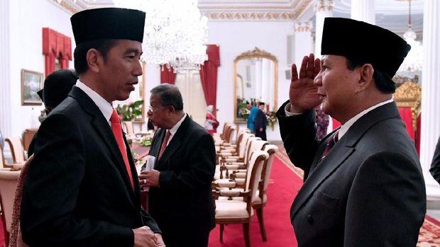 Prabowo beri hormat saat bertemu Jokowi di Istana.