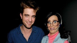 Katy Perry Kencan dengan Robert Pattinson