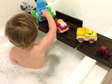 Jadikan mandi sebagai hal yang menyenangkan untuk si kecil ya, Bun. (Foto: Instagram/kailisedesigns)