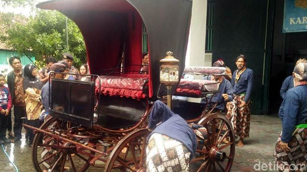 Kereta Kanjeng Manik Retno turut dijamas