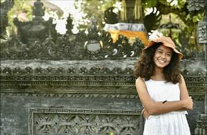 Foto: Gaya Liburan Si Putri Manis Anak Anies
