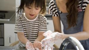 Hati-Hati! Mencuci Tangan Terlalu Sering  Berbahaya untuk Kesehatan