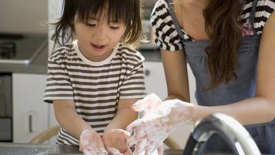 3 Manfaat Cuci Tangan Pakai Sabun bagi Keluarga