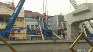 Tiang LRT Timpa Rumah di Kelapa Gading, PT WIKA Minta Maaf