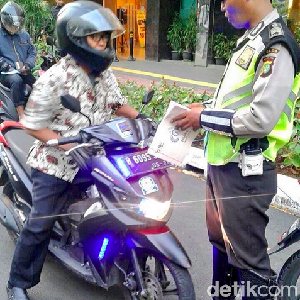 Polisi Juga Tertibkan Pengendara Motor yang Pakai Strobo