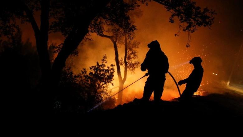 Aksi Para Penjinak Api