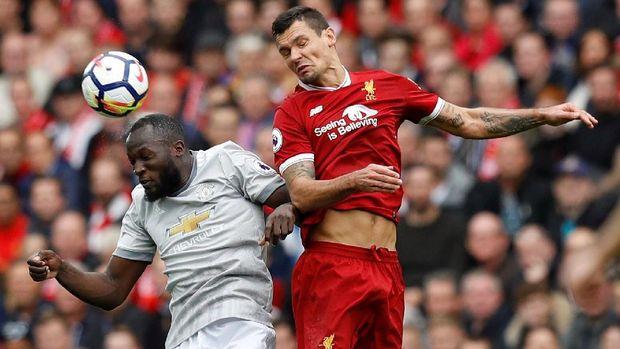 Manchester United bermain imbang tanpa gol melawan Liverpool di pertemuan pertama.