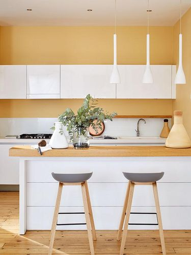 Dapur dengan sentuhan warna Amadeus.