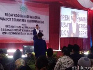 Di Depan Santri, Jokowi Cerita Jadi Korban Hoax Foto Bareng Aidit