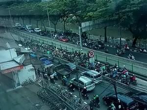 Tak Kapok! Pemotor Terobos Busway di Pasar Rumput Terciduk Lagi