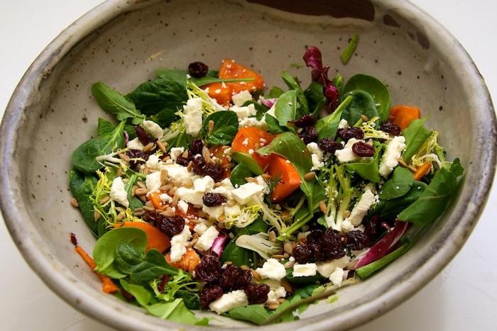 Steve Smith dari restoran Bohemia mengatakan salad adalah hidangan sehat nan praktis yang harus bisa Anda buat sendiri. Pelajari bagaimana memadukan bahan salad, harus ada rasa asam, manis dan teksturnya, ujar Smith. Foto: Istimewa