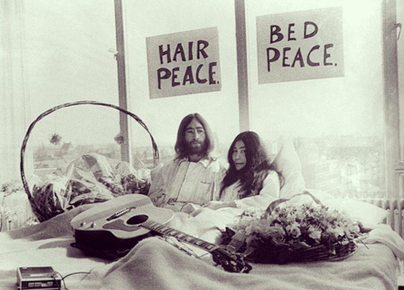 Saat perang Vietnam yang membabi buta tahun 1969 silam, pasangan fenomenal John Lennon dan Yoko Ono mengumumkan aksi perdamaian yang mengegerkan dunia (jojospector/Instagram)