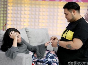 <i>Cie</i>...Ivan Gunawan Beri Cincin ke Ayu Ting Ting, Dilamar?