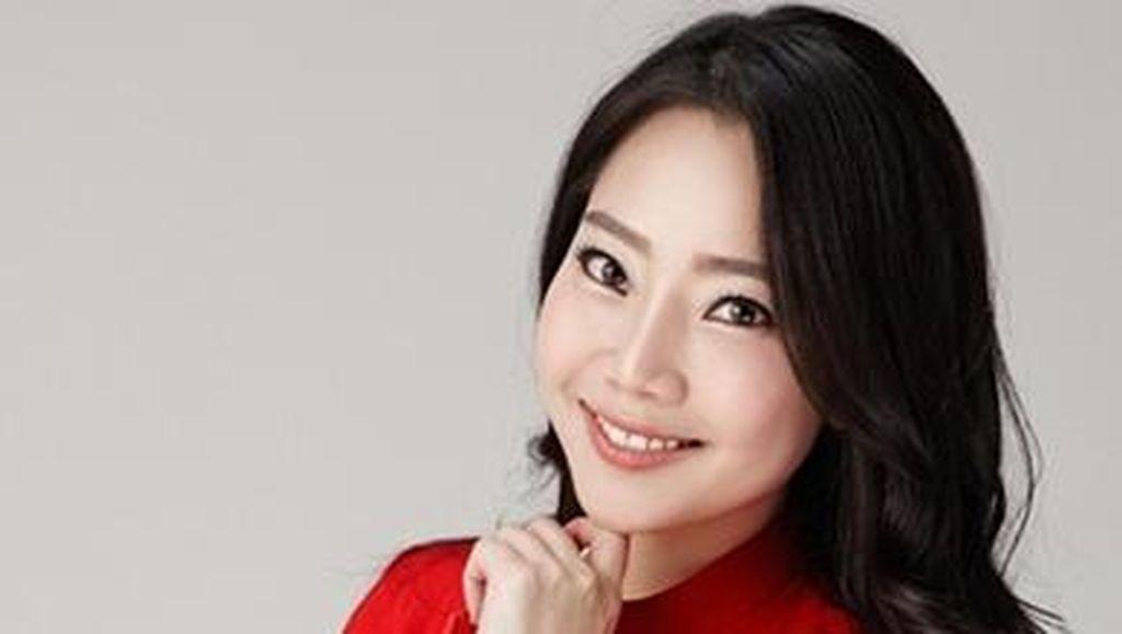 Model Cantik Asal Korea yang Baru Jadi Istri Bos AirAsia Tony Fernandes