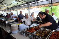 Restoran Ini Beri Makan Siang Gratis 1.000 Orang Selama Tiga Tahun!